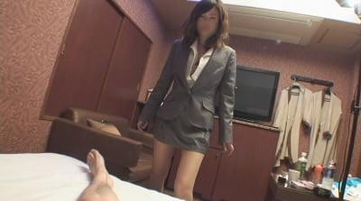 CFNM全裸男に迫るスーツ女性1