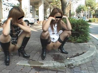 秘蔵 過激すぎて超キケンな映像 街中で公開ゲリラプレイでレズる露出好き4