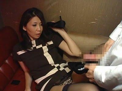 女性の靴・パンプスが好き!女の目の前でパンプスにセンズリ射精サンプル8