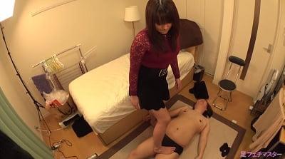 裸足で電気アンマ1