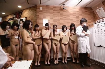 全裸で視力検査CMNF2