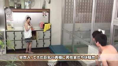 ビキニ姿で男湯に入って体育会系男子学生と初めての密着泡洗体サンプル2