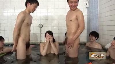 ビキニ姿で男湯に入って体育会系男子学生と初めての密着泡洗体サンプル5