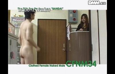 銭湯の番台に若い女子。チンポ露出見せ放題のCFNM作品。サンプル1