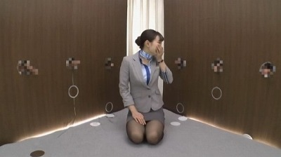 黒パンスト美脚CAの着衣手コキ・制服ぶっかけが楽しめる動画サンプル4
