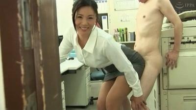 着衣女性と裸の男・ボディコンお姉さん編サンプル22