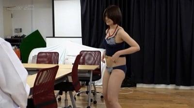 SOD女子社員8名が業務中に全裸健康診断 膣の奥までチ○ポでチェックするAV会社ならではの赤面羞恥検診 8名全員のSEXを収録した4時間スペシャル!サンプル2