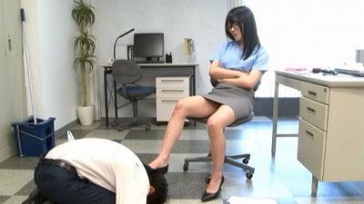 地味なオフィス清掃員はM男殺しなペニバン痴女様でした。南梨央奈サンプル3