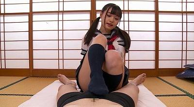 【CFNM】セーラー服JKが挑発パンチラ露出しながら足コキサンプル32