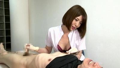 美人歯科衛生士の顔と脇が迫ってきて欲情したら手袋手コキされたサンプル26