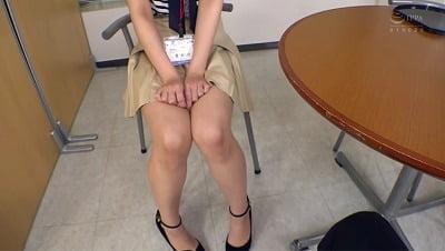 会社で足フェチがバレる!職場の女性部下の足コキで射精する僕サンプル3