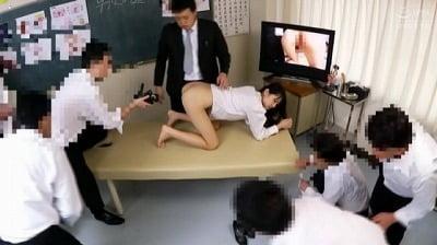 CMNFとCFNM!新任女教師が男子校の性教育授業で性器露出サンプル10