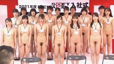 新入社員は男女とも全裸露出!2021年AVメーカーの入社式サンプル25
