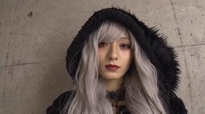 日本のAVの良さ!コスプレ×着衣フェチ×CFNM【ゴスロリ】サンプル1