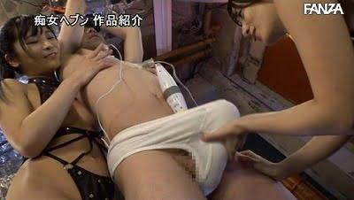 最低でも3P!ダブル痴女でダブル乳首舐めとチンポ責め動画サンプル15
