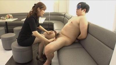 全裸で拘束されて完全CFNM!着衣美女が男の乳首舐め手コキサンプル16