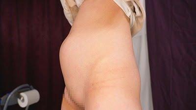 女の陰部露出と放尿【立ち小便】と膀胱変化を見る動画第16弾サンプル17