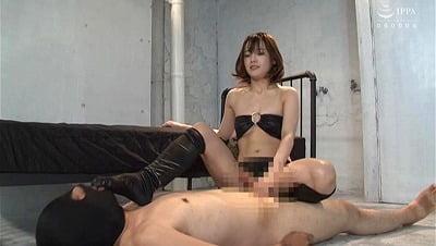 素足に靴の清掃員が足フェチプレイ!【向井藍】がM男殺し痴女サンプル32